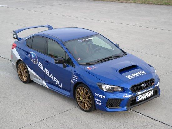 Jízda v Subaru na polygonu