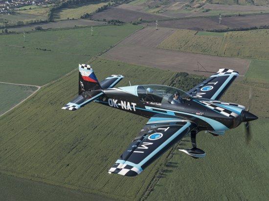 Akrobatický let závodním speciálem