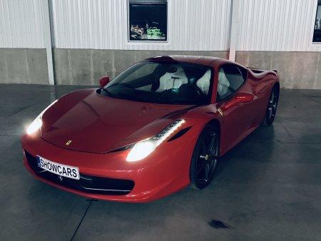 Noční Praha ve Ferrari