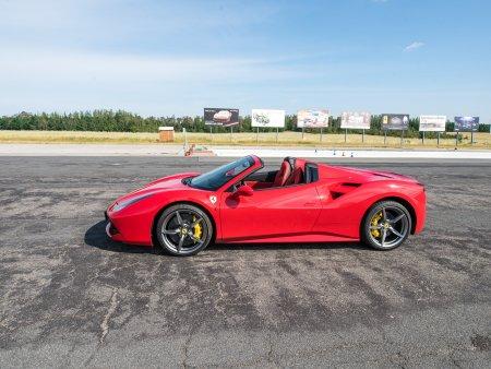 Jízda ve Ferrari na polygonu