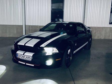 Noční jízda ve Ford Mustang