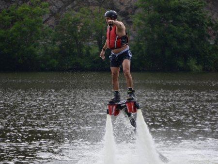Let nad vodou