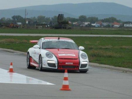 Jízda v závodním autě